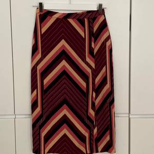 Topshop 70s inspiration abstract print pencil skirt. Size 36. Excellent condition, never worn.