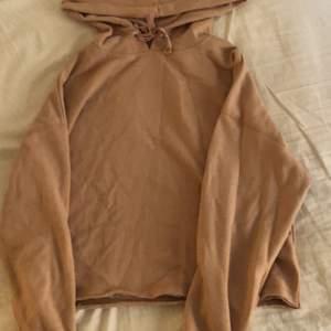 Cool lite croppad hoodie!