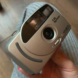 Vintage analog kamera i fint skick! Kan skicka fler bilder som är tagna med den privat💕 MINOLTA F35