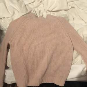 Säljer denna varma fina mjuka tröjan som tyvärr inte är min stil längre. Passar perfekt till Mom jeans. Du står för frakten❤️