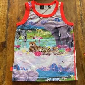 Jättefint linne från Molo med djur tryck i fint skick 🥰