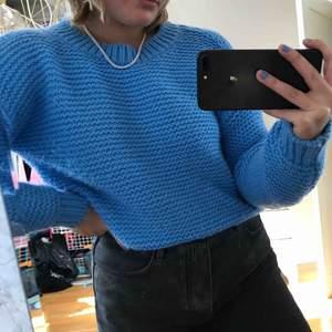 Blå stickad tröja från bik bok. Storlek M. Frakt tillkommer💕