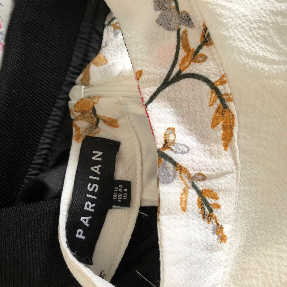 Jumpsuit använd 1 gång!  Superbra skick och kvalite. Klänningar.