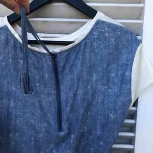 Jättefin T-shirt från Scotch and soda som passar till allt. Orginalpris 1200kr