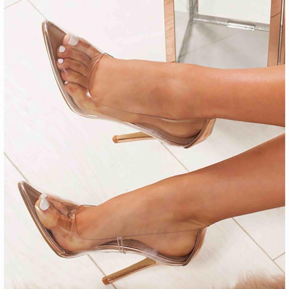 Säljer dessa dö snygga clear heels!! Säljs då jag fick hem fel storlek, så dom är alldels för stora för mig😭 Det är även 8 cm !! Köptes på aliexpress för 299 kr + tull på 100 kr! Så sammanlagt kostade dom 400 kr ! Super fina & fräscha inför sommaren😍. Skor.