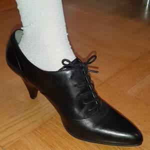 Knappt använda Ecco skor som köptes för 475 vid rea.