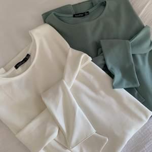 Två superfina klänningar från Boohoo i strl 36. Klänningarna är knälånga och har fickor. Man kan köpa dem tillsammans eller var för sig. En för 150 kr eller båda för 200 kr. Köparen står för frakt men jag kan mötas upp i Göteborg ✨