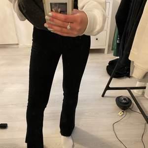 "Svarta bootcut jeans från Gina tricot ""natasha bootcut jeans"""