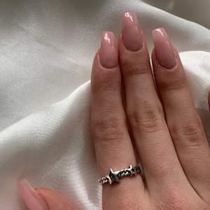 super fin ring med två stjärnor, från bywestling. 99kr/st🤍köparen betalar frakt