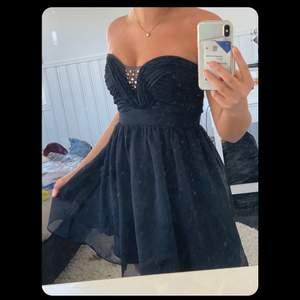 Skit fin klänning som funkar till allt: vardag,fest, skolavslutning!! Köparen står för frakt!
