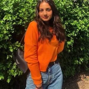 Söt croppad neon tröja i färgen orange. 3 för 2 på allt jag säljer🧡🧡