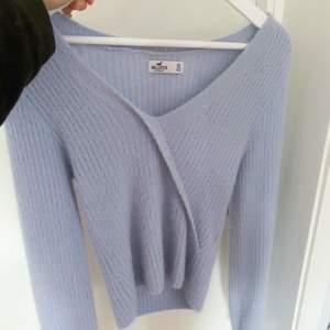 Supermjuk och skön tröja! Kommer inte till användning då den är lite stor på mig. Nypris ca 500💙