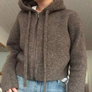 SÅLD!!!!! As ball stickad tröja från zara💓 köparen står för frakt! HÖGSTA BUD: 240+frakt eller köper direkt för 370