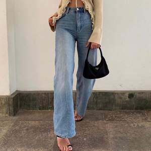 Säljer mina superfina yoko jeans köpta för 400kr, men har tyvärr inte kommit till stor användning då de är lite för stora för mig😢