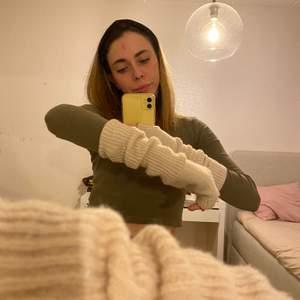 Hej! Säljer dessa söta handledsvärmare från h&m😄 Använt skick men ser inte allt för slitna ut💕