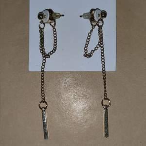 Helt nya örhängen köpta på glitter, nypris 79.90kr. 40kr + frakt står inte för postens slarv