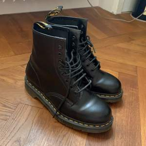 A pair of practically new Dr Martens (worn once), black, size 41, model 1460, for woman. A new pair costs SEK 1995