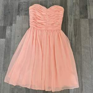 Description: Light pink short coral dress Size: 34  Material: 100 % polyester  Condition: Good/New