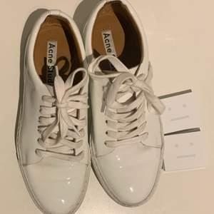 Säljer mina sneakers från Acne eftersom jag köpte för liten storlek. Använda endast ett fåtal gånger. Kan skickas eller mötas i Stockholm/Hudiksvall.