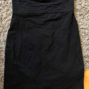 En svart basic kjol från indiska i strl M. Bra skick. 🖤