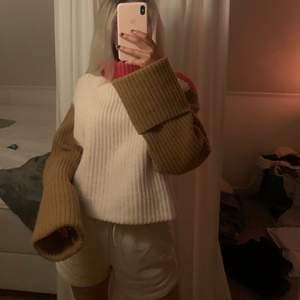 ❗️Jag är 167cm❗️Jättesnygg stickad tröja i Wool Blend i tre olika färger: brun, beige/krämvit och rosa! Knappt använt den, nästan i nyskick! Frakten går på 66kr som köparen står för!💕