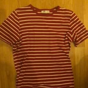 Gullig randig tröja, sparsamt använd och i bra skick!