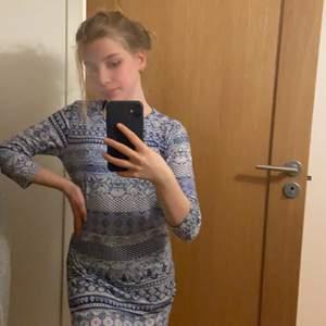 En fin mönstring sommar klänning. Pris kan diskuteras 🥰 köpt i Spanien så vet inte riktigt vart den är ifrån så skrev para vad som stog på lappen😌