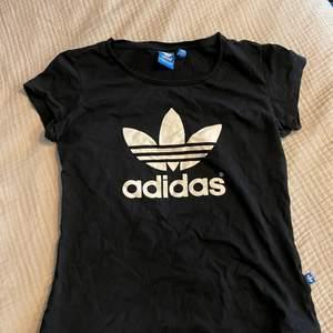 Adidas t-shirt. Använd 1 gång. Köparen står för frakt 📦 Skick: 9/10