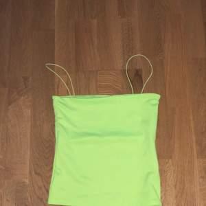 OBS! Bilden är dålig linnet är neon grönt/ gult! Superfint och superskönt. Det kommer tyvärr inte till användning. Stolek XS. Perfekt nu till sommaren 😍😍