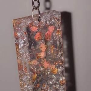 Supersnygga handgjorda nyckelringar. Unika designs i resin. Tiktok trendiga. 55kr/st med en ring på köpet! Kunder köper oftast 2 för 110kr. OBS! + 12kr frakt.