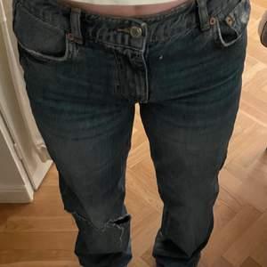 Säljer mina Low/mid waist zarajeans jag köpt här på plick men som tyvärr inte passade om jag ville. Bilden är lånad från förra säljaren!💕