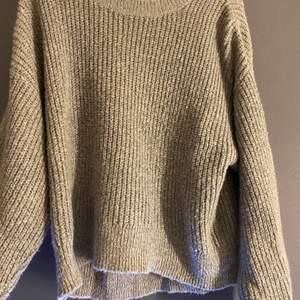 Grå stickad tröja! Kommer inte ihåg vart ifrån jag köpte den men kommer inte till användning. Strl S och säljer för 50kr + frakt! 🤍