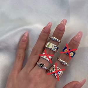 Ringar från mitt företag bywestling.com, frakt kostar 22 men om man köper mer än två ringar bjuder jag på frakten📦 ringarna kostar mellan 70-110 skriv vilken/vilka ni är interesserade av så löser jag det🤍
