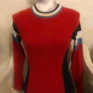 Säljer denna underbara tröja från Urban outfitters då inte passar mig, storlek XS(ev byter om nån har samma i Storlek S.)Betalning sker via swish,  skickar bild då jag gått och postar