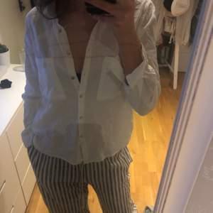 Säljer denna linneskjorta pågrund av att den inte kommer till användning. Använd fåtal gånger så fint skick!