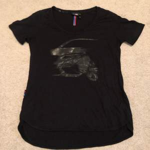 💛 T-shirt/topp från märket BMW, storlek XS. Nyskick. Kan fraktas eller mötas upp 📮