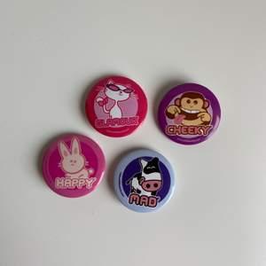 Coola pins med olika motiv, fri frakt✨