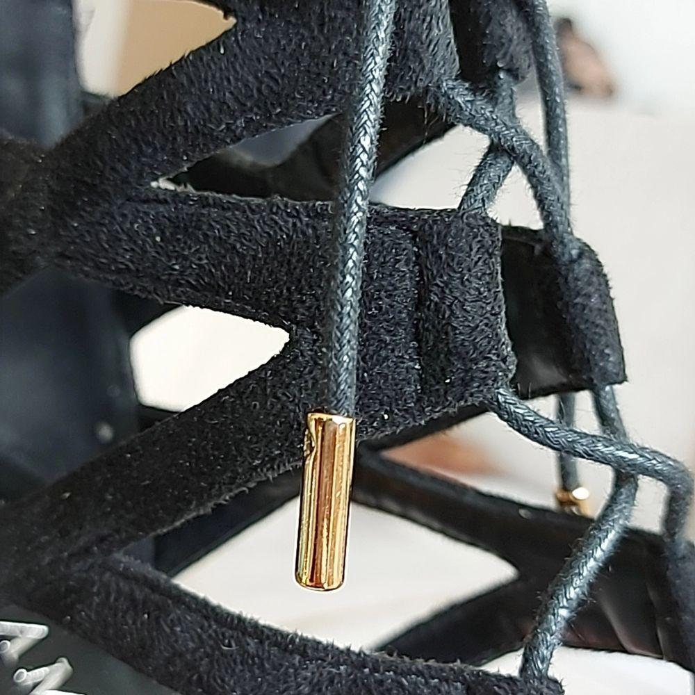 Svarta fina klackskor från tiamo i fake svart mocka, aldrig använda bara testade inomhus . Skor.