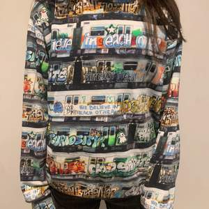 Jättefin tröja från Molo helt ny skick andvänt några gånger men inga defekter priset kan diskuteras