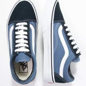 Säljer mina super fina skor från Vans! ( kan såklart skicka fler bilder om nån är intresserad) Skorna är använda men i super fint skick! Köpt för 729kr och säljer här för 300kr + Frakt 💓