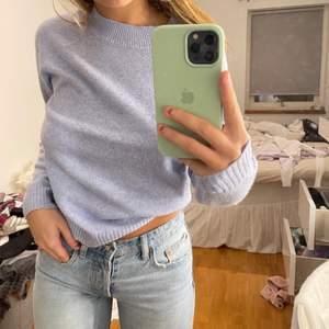 Säljer min fina blåa stickade tröja från vero Moda. Använd ett par gånger, nypris ca 300. Köparen står för frakten, prisk kan diskuteras!