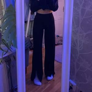 Svarta stretchiga kostymbyxor typ. Storlek S. Från Gina