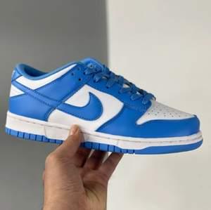 Säljer ett par Nike coast dunks i storlek 39 för 1600kr + frakt (66kr). För mer bilder skriv privat