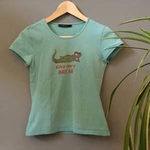 En blå tröja med roligt tryck från Vero Moda. Är i storlek S 💙 (Säljer en till på min sida)