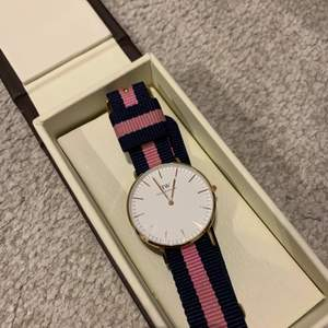 Säljer min dw klocka med endast ett band medföljande