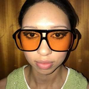 SUPERTRENDIGA aviator solglasögon som liknar de från Lexxola på Matilda Djerf och Kaia Gerber!😍 De är SLUTSÅLDA på Monki (första bilden) och säljer TVÅ PAR eftersom de inte riktigt passar min stil och tänker att någon säkert vill ha de mer💕