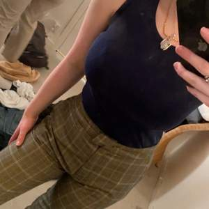 Ett blått linne, likt det vita som finns i min profil! Linnet är i stl S💕 säljes för 50kr plus 45kr frakt!
