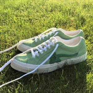 Säljer mina golf le fleurs då det inte kommer till användning. Köpte här på Plick och har varken box eller kvitto och skorna är i begangnat skick! Bilderna är gamla så har renat upp dem lite sen dess!