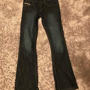 Sjukt snygga yk2 diesel jeans! Köpta second hand men är tyvärr för små! Pris kan diskuteras!