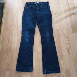 Så snygga Lewis jeans med låg midja.